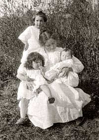 Young mother Bessie and very young children Lois, Betty, and Tom.